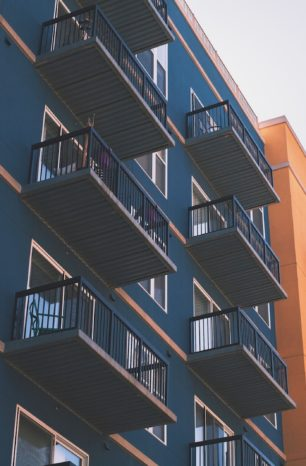 Jak kupić mieszkanie na licytacji komorniczej – poradnik krok po kroku