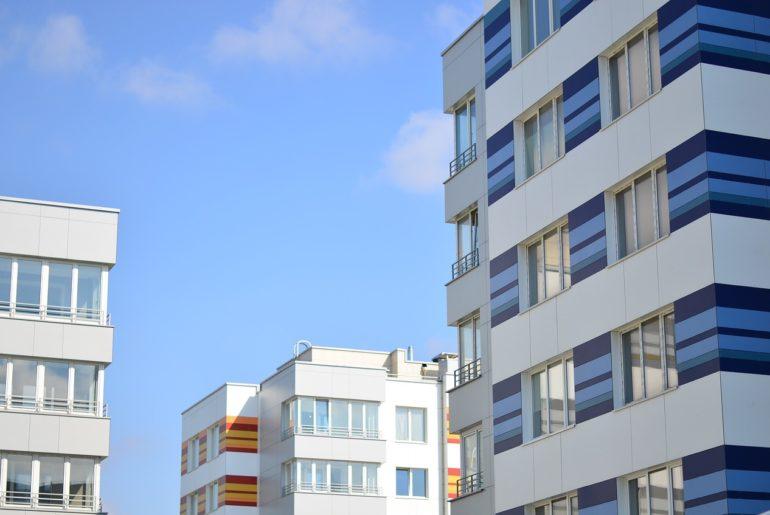 Zakup mieszkania w przetargu, licytacji komorniczej czy od syndyka