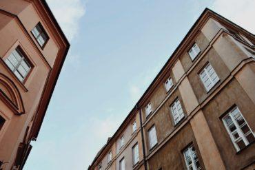 Przetarg pisemny na sprzedaż nieruchomości - jak wziąć w nim udział?
