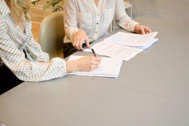 Umowa przedwstępna kupna-sprzedaży mieszkania - na co uważać